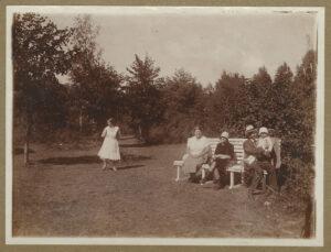 Fotografia, Rodzina Wendów podczas wakacji wGdyni, 1928, papier, zezbiorów prywatnych
