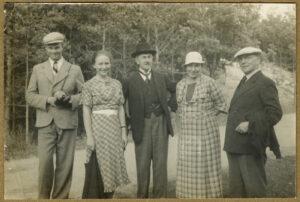 Fotografia, Janusz iTadeusz Wenda zrodziną wlesie, 1930-1935, papier, zezbiorów prywatnych